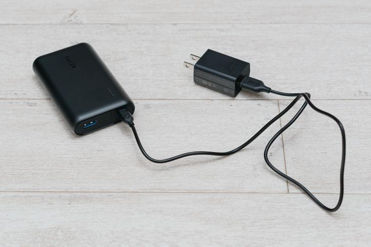 モバイルバッテリーを充電する