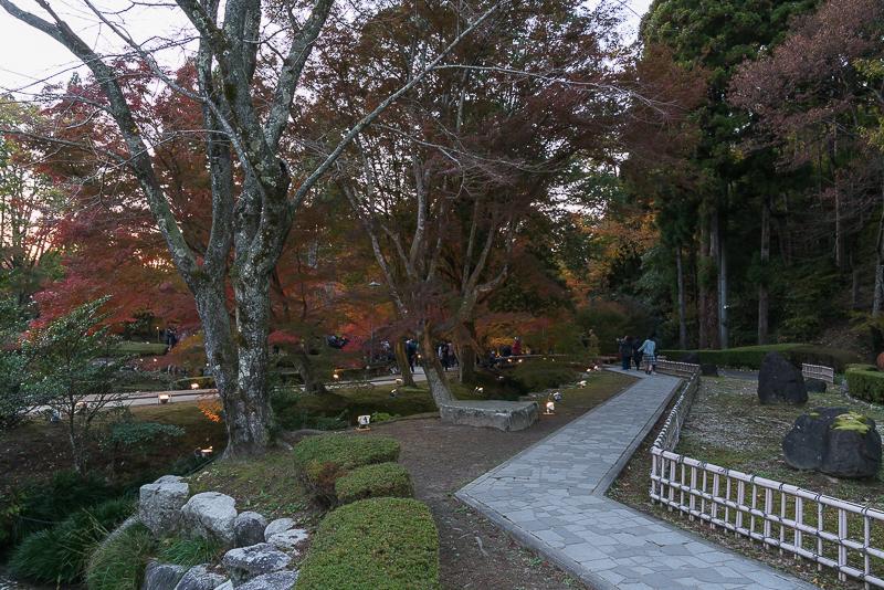 曽木公園の逆さ紅葉 注意