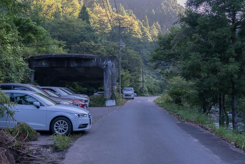 円原川の光芒(山県市)駐車場