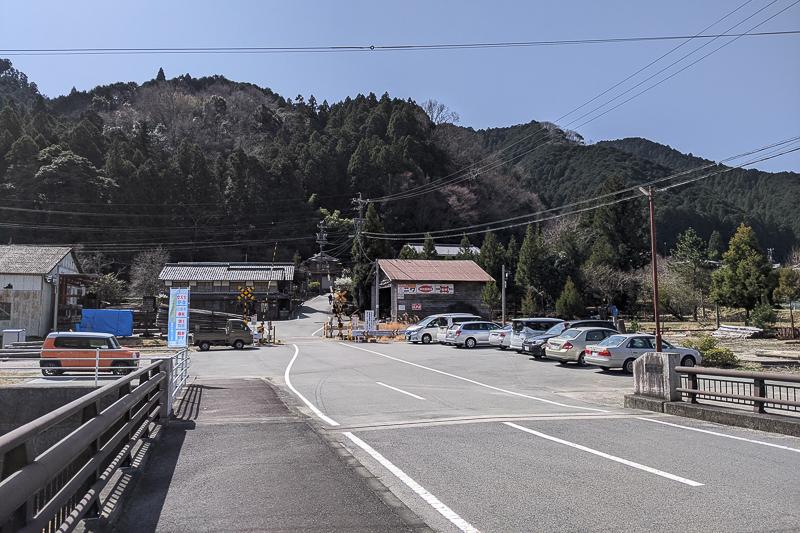 淡墨桜(美杉町竹原)駐車場
