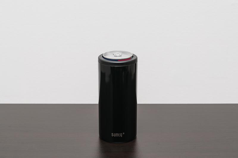 SUNTQの保冷缶ホルダーと330mlのレッドブル