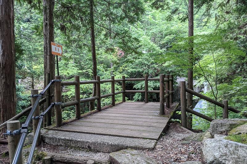竜神の滝順路3